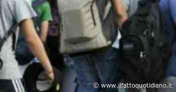 Casalpusterlengo, maturando minaccia commissari con pistola (scarica) per essere promosso - Il Fatto Quotidiano