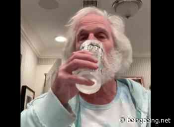 Henry Winkler, age 75, drinks water with one hand - Boing Boing