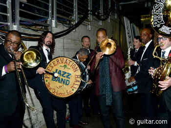 Watch: Paul McCartney, Dave Grohl and more jam on When The Saints Go Marching In - Guitar.com