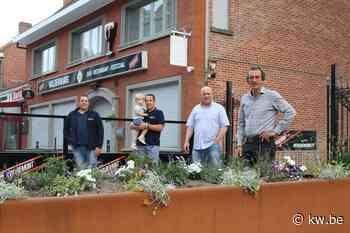 Loodzware plantenbak beschermt terras van Gasthof Wildenburg in Wingene tegen auto's - Krant van Westvlaanderen