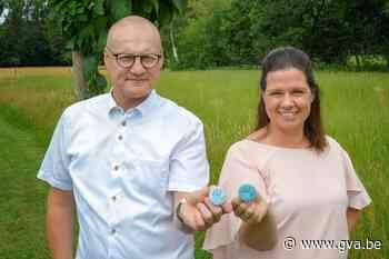 Button Jenki maakt op ludieke manier duidelijk dat u nog geen hand wil schudden - Gazet van Antwerpen