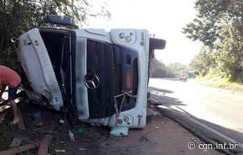 Caminhão tomba na PR-092 e jovem tem lesões graves em Arapoti - CGN
