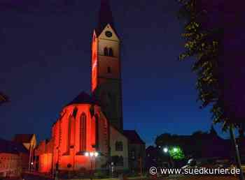 Markdorf: Nächtliche Kirche St. Nikolaus ganz in Rot getaucht - SÜDKURIER Online