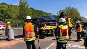 Unfall bei Haina: Feuerwehr, Polizei und Abschleppdienst im Einsatz - HNA.de