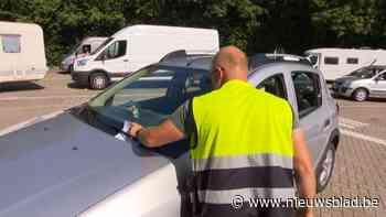 Druk bij autokeuringscentrum in Rotselaar: uren aanschuiven in de hitte