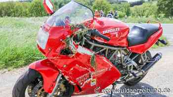 Nach Crash mit Mercedes: 51-Jähriger Motorradfahrer bei Eichenzell schwerstverletzt - Fuldaer Zeitung