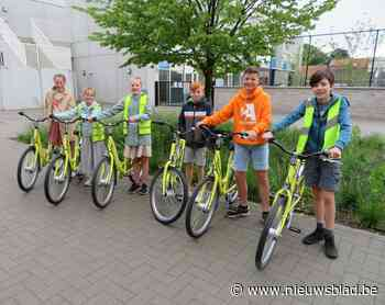 Drie scholen krijgen elk twee fietsen voor kansarme leerlingen - Het Nieuwsblad
