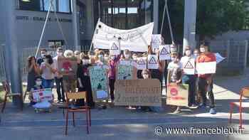 Les enseignants du collège de Cadenet toujours mobilisés contre la fermeture de deux classes - France Bleu