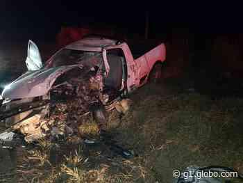 Dois motoristas morrem após carros baterem de frente em rodovia de Itatinga - G1