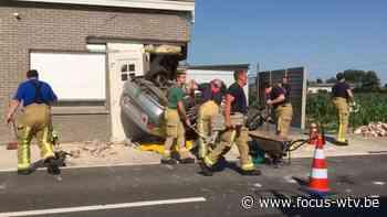 Wagen knalt in woning in Pittem - Focus en WTV