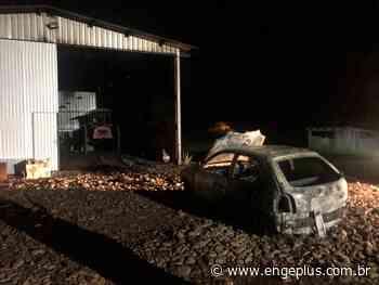 Veículo é destruído por incêndio em Turvo - Engeplus