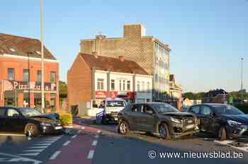 Drie wagens botsen, schade is enorm