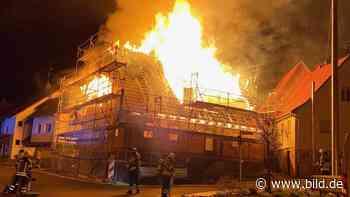 In Aichtal-Neuenhaus - Fast 70 Feuerwehrleute rücken zu Großbrand aus - BILD