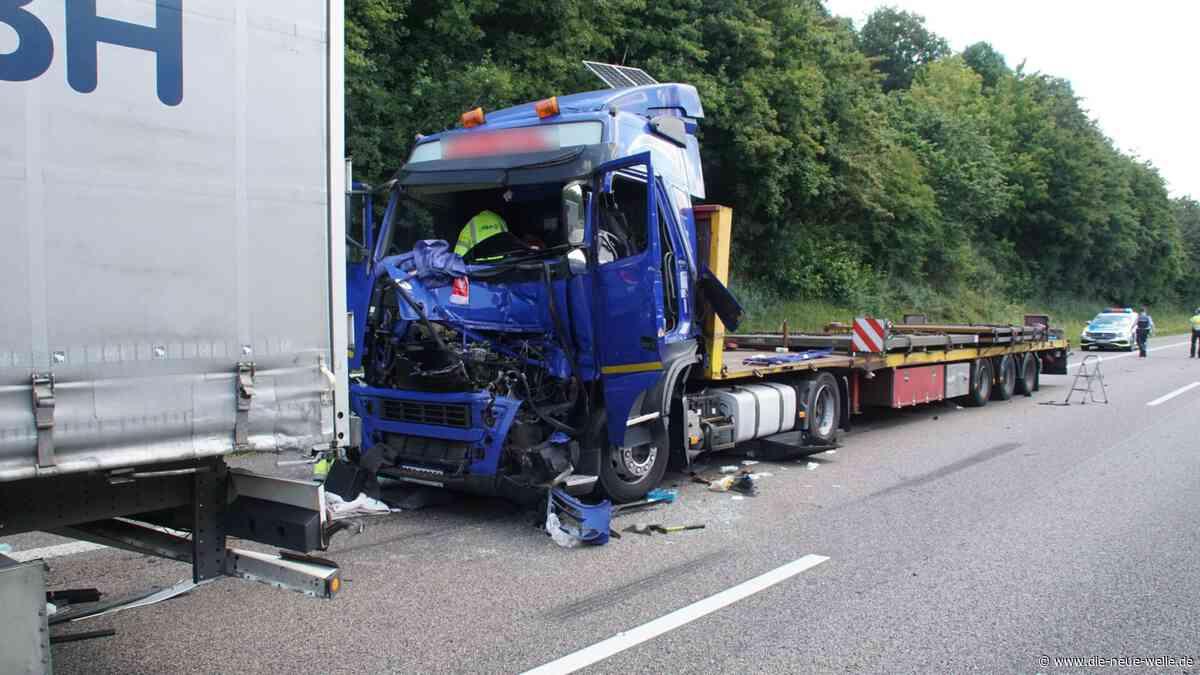 Mega-Stau nach schwerem LKW-Unfall auf A8 bei Karlsbad - die neue welle