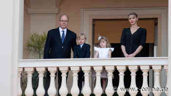 Royals: Kinder von Fürst Albert und Fürstin Charlène grüßen vom Balkon - t-online.de
