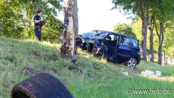 Fahranfängerin bei Unfall im Kreis Sonneberg lebensgefährlich verletzt - MDR