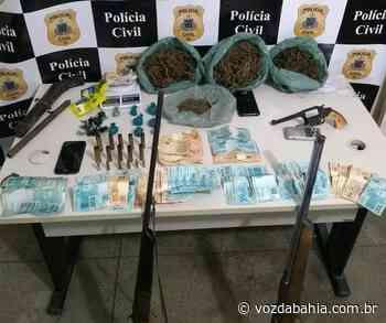 Suspeito de tráfico de drogas é preso durante operação em Juazeiro; armas, maconha e mais de R$ 7 mil são apreendidos - Voz da Bahia