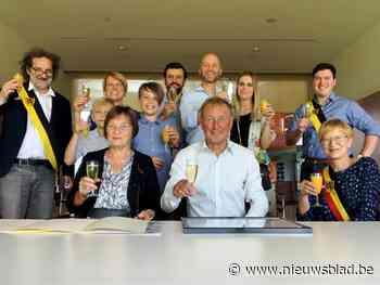 Goud voor oud-gemeentesecretaris Miel De Boeck en echtgenote Marie-Jeanne Joostens - Het Nieuwsblad