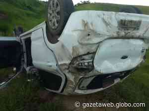 Motorista capota carro com três passageiros na AL-465, em Porto Calvo - Gazetaweb.com