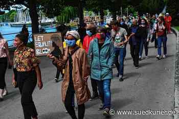 Friedrichshafen: Mahnwache für George Floyd: Rund 100 Häfler wenden sich gegen Rassismus - SÜDKURIER Online