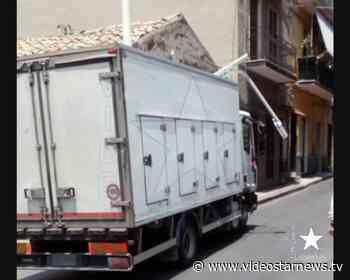Adrano: camion abbatte palo della pubblica illuminazione, paura in via De Felice - Star News