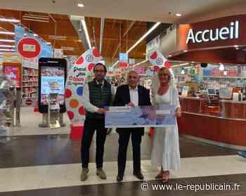 Essonne : un chèque contre le cancer à Etampes - Le Républicain de l'Essonne