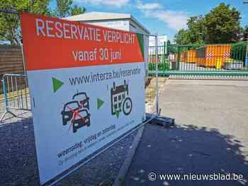 Interza wil komaf maken met lange wachtrijen: vanaf juli reserveren in recyclageparken - Het Nieuwsblad