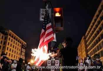VÍDEO - Manifestantes queimam bandeira dos EUA em frente à Casa Branca - Diário do Centro do Mundo