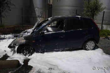 Wagen vat vuur op parking van ijsjesfabriek Ysco