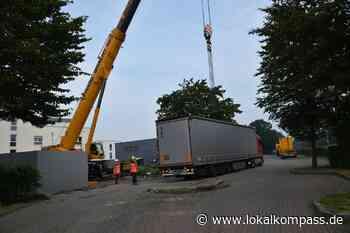 Sehenswerte Aktion in Voerde: Kran setzt Motorblock in Kraftwerk ein - Lokalkompass.de