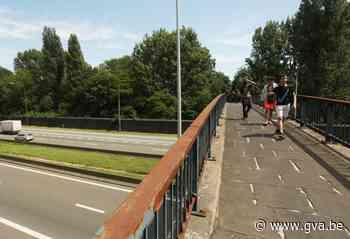 """Fiets -en voetgangersbrug over A12 wordt nog dit jaar """"eindelijk"""" gerenoveerd, nieuwe fietsbrug op komst - Gazet van Antwerpen"""