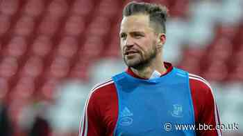 Chris Maguire: Winger stays with Sunderland but keeper Jon McLaughlin leaves