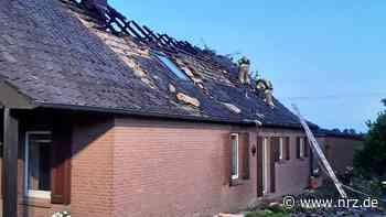 Isselburg: Feuerwehr löschte Dachstuhlbrand in Heelden - NRZ