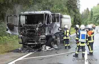 Während der Fahrt: Lkw fängt im Kreis Regen Feuer - hoher Schaden - Passauer Neue Presse