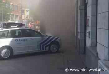 Stofwolk verspreidt zich over Graanmarkt, brandweer moet ing... (Ninove) - Het Nieuwsblad