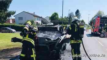 Nidderau: Auto fängt Feuer - Feuerwehr im Einsatz - Brandursache ist unklar - op-online.de