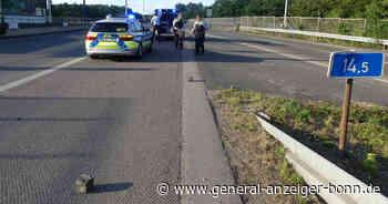 Bonn-Gronau/-Hochkreuz: Steine und Glasflaschen auf die A562 geworfen - General-Anzeiger