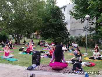 Successo a San Benedetto del Tronto per la Giornata internazionale dello yoga - Ascoli Notizie