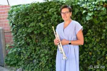 Mieke De Meyer uit Tielt speelt zaterdag honderdste keer muziek in haar straat - Krant van Westvlaanderen