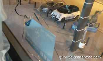 Assalto allo Juventus Club di Santa Maria Capua Vetere: vandali sfondano vetro con un sasso FOTO - Calciomercato.com