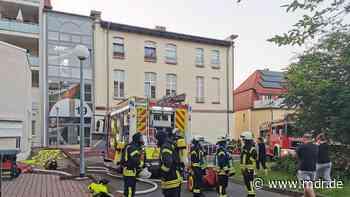 Wohnungsbrand: Feuerwehr rückt zu Großeinsatz in Heiligenstadt aus - MDR