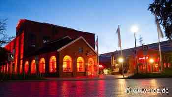 Warum das Forum Alte Werft in Papenburg in Rot erstrahlte - Neue Osnabrücker Zeitung
