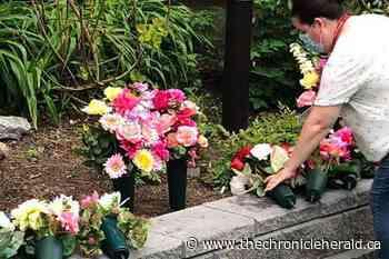 Shelburne floral designer creates memorial bouquets for Nova Scotia's victims of COVID-19 - TheChronicleHerald.ca
