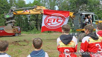 Baggerstich für neue Eishockey-Trainingshalle in Crimmitschau - Radio Zwickau