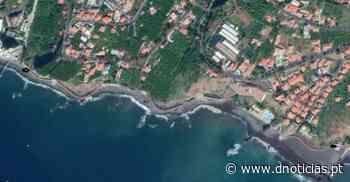 Passeio Marítimo entre a Praia Formosa e os Socorridos encerra para limpeza da escarpa - DNoticias