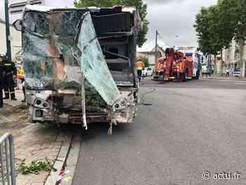 [VIDÉO] Yvelines. Mantes-la-Ville : le bus s'encastre dans une maison abandonnée : 16 blessés légers - actu.fr
