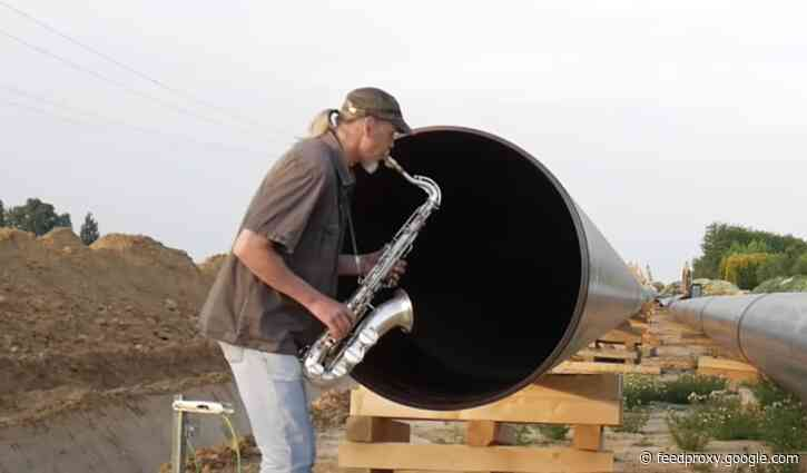 Saxophonist Plays into Large Gas Pipes & Then Uses the Echo to Accompany Himself
