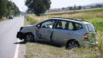 Griesheim Darmstadt: Unfall auf B26 - Auto überschlägt sich - Zwei Menschen verletzt - op-online.de