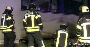 Fassade des Detmolder Berufskollegs brennt in der Nacht   Lokale Nachrichten aus Detmold - Lippische Landes-Zeitung