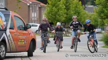 """Kansarme kinderen krijgen fietsen dankzij 's werelds grootste wielerwedstrijd: """"Ze voelen zich nu gesteund door hun idolen"""""""